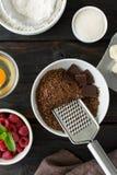 Verschillende ingrediënten voor het maken van chocoladecake Royalty-vrije Stock Afbeeldingen