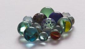 Verschillende kleuren van het glas de speelmarmer, detail Stock Afbeeldingen