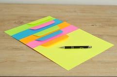 Verschillende kleurendocumenten en enveloppen Royalty-vrije Stock Foto