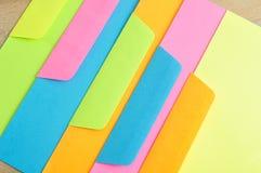 Verschillende kleurendocumenten en enveloppen Stock Foto