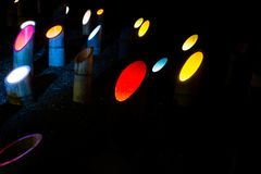 Verschillende kleurenverlichting in bamboe bij de Tuinpark van Mifuneyama Rakuen, Saga japan royalty-vrije stock afbeelding