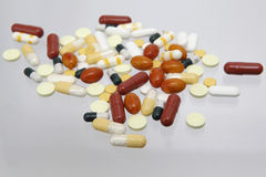 Verschillende kleurrijke geneeskundepillen Royalty-vrije Stock Fotografie