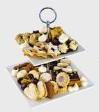 Verschillende koekjes op een etagere Royalty-vrije Stock Afbeeldingen