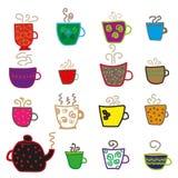 Verschillende koppen voor thee en theepot Stock Foto's
