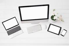 Verschillende met maat van Desktop en laptop computers, tablet en telefoon stock afbeelding