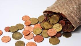 Verschillende muntstukken in een kleine zak royalty-vrije stock afbeelding