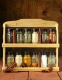 Verschillende reeks kruiden in glaskruiken Royalty-vrije Stock Foto