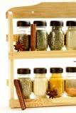 Verschillende reeks kruiden in glaskruiken Royalty-vrije Stock Afbeeldingen