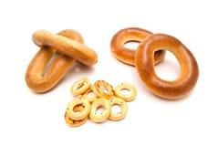 Verschillende smakelijke ongezuurde broodjes op wit Royalty-vrije Stock Foto's