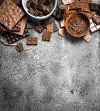 Verschillende soorten chocolade in kommen Royalty-vrije Stock Fotografie