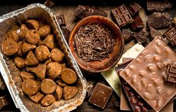 Verschillende soorten chocolade, truffels Stock Foto's