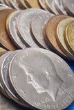 Verschillende soorten gestapelde muntstukken Macrodetail Stock Fotografie