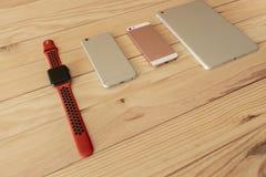 Verschillende soorten mobiel, tablet en smartwatch laatste generatie royalty-vrije stock foto's