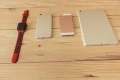 Verschillende soorten mobiel, tablet en smartwatch laatste generatie royalty-vrije stock afbeeldingen