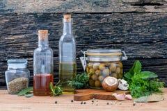 Verschillende soorten van op smaak gebrachte tafelolie, olijfolie en Sesamolie Royalty-vrije Stock Afbeelding