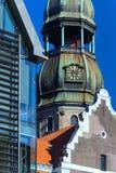 Verschillende stijlen van architectuur in het centrum van Riga Stock Afbeeldingen
