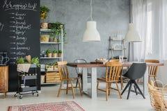 Verschillende stoelen en familielijst Stock Afbeelding