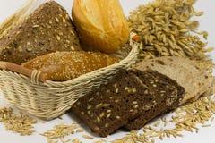 Verschillende types van brood: wit en zwart met zaden, baguettes royalty-vrije stock foto