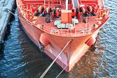 Verschillende types van droge lading, passagiers en containerschepen in motie en vastgelegd bij de haven van Izmir, Turkije stock fotografie