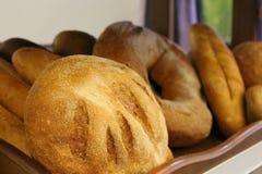 Verschillende types van heerlijke bakkerijproducten van bloem vers van het hoogst royalty-vrije stock foto