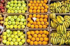 Verschillende types van kleurrijke verse vruchten in de winkel van de gezondheidskruidenierswinkel Royalty-vrije Stock Foto
