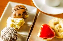 Verschillende types van met de hand gemaakte koekjes met verschillende bovenste laagjes, swe Royalty-vrije Stock Afbeelding