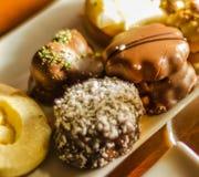 Verschillende types van met de hand gemaakte koekjes met verschillende bovenste laagjes, swe Royalty-vrije Stock Fotografie