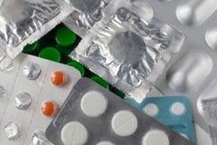 Verschillende types van pillen Tabletten in pakken Gesloten pillen in pak dicht omhoog stock afbeelding