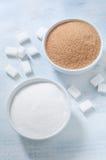Verschillende types van suiker: bruine, witte en geraffineerde suiker Stock Afbeelding