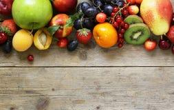 Verschillende vruchten en bessen stock fotografie