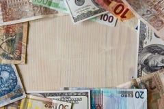 Verschillende wereldbankbiljetten stock foto's