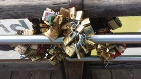 Verschlüsse auf Accademia-Brücke Lizenzfreie Stockfotos
