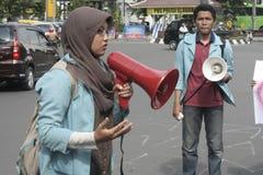 Verschleiern des gemischten Protestes gegen Korruption in der Solo- Stadt Stockbild