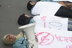 Verschleiern des gemischten Protestes gegen Korruption in der Solo- Stadt Lizenzfreies Stockfoto