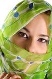 Verschleierte Frau mit intensivem Blick Stockbilder