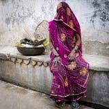 Verschleierte indische Frauenaufstellung. Stockbild