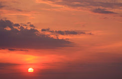Verschleierter Sonnenuntergang Lizenzfreie Stockfotografie