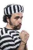 Verschlossen, hoffnungslos, Porträt eines Manngefangenen in der Gefängnistracht, ov stockfotos