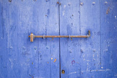 Verschlossene Tür des traditionellen Boots-Hauses Lizenzfreie Stockbilder