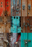 Verschlossene verrostete antike Türen Stockbild