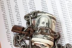 Verschlossener Kettenstapel von hundert Dollar Stockfotos