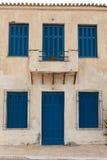 Verschlossenes altes Haus in Griechenland Stockfotos