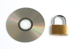 Verschlossenes geschlossenes Vorhängeschloß und CD lizenzfreies stockfoto