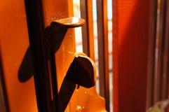 Verschlussstift der Schiebetürfront des Hauses Stockfotografie