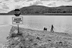 Verschmutztes Wasser Lizenzfreie Stockfotos