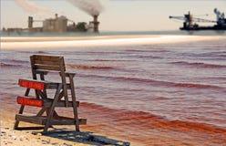 Verschmutztes Wasser durch Industry Lizenzfreies Stockfoto