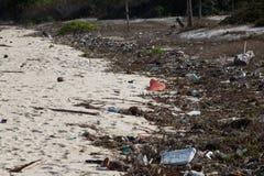 Verschmutzung: Abfälle, Plastik und Abfälle auf dem beac Stockbilder