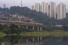 Verschmutzung Pinheiros-Fluss Stockbild