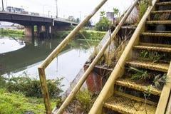 Verschmutzung von Pinheiros-Fluss Stockbild