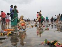 Verschmutzungsdump auf dem Strand Stockfotos